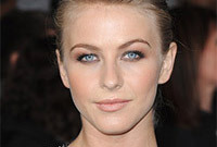 Julianne-hough-high-volume-fringe-side